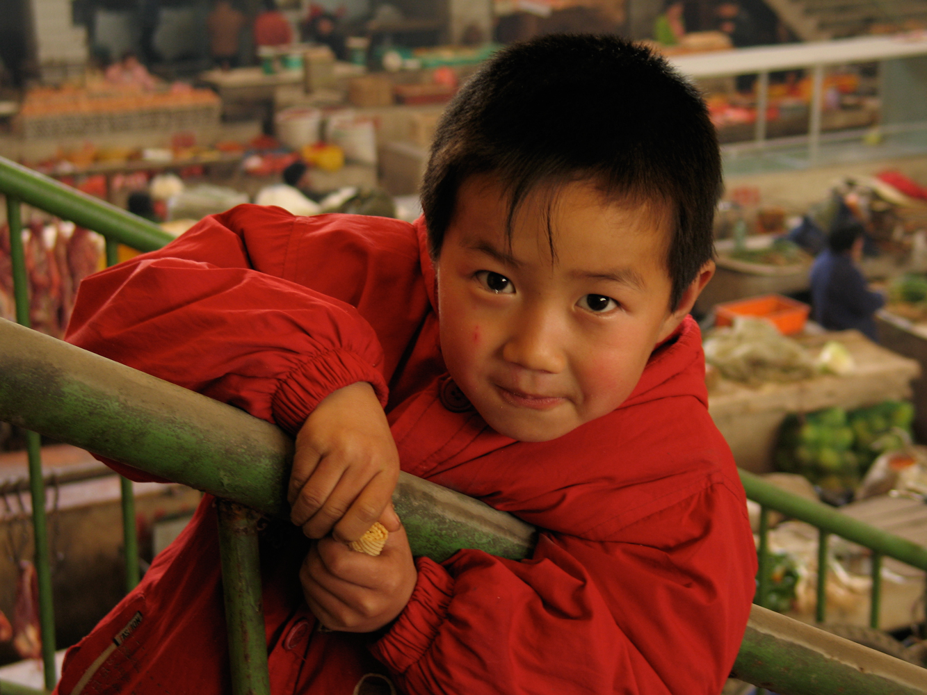 Chinese boy in red, Richard Lund, depth cue of focus,